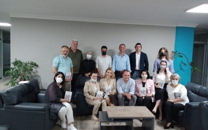 İmer Özer'in ''TUHAF'' isimli kitabı Okuma Sanatı Kulübü üyeleri ile buluştu