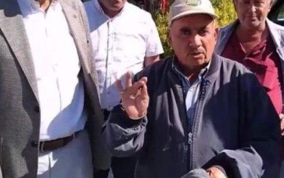 Çiftçi yırtık ayakkabısını gösterdi: Erdoğan bizi bu hale getirdi